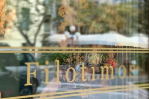 Filotimos: Το μαγαζί με τον τυρκουάζ ναό και τις... τίμιες γεύσεις!