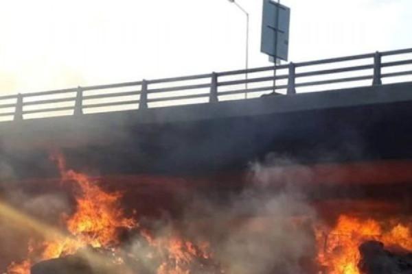 Συναγερμός στην Εγνατία οδό: Μεγάλη φωτιά σε φορτηγό που βρισκόταν εν κινήσει!