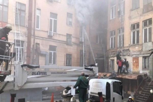 Συναγερμός στην Οδησσό: Ξέσπασε φωτιά σε κολέγιο! Μαθητές πηδούσαν από τον πέμπτο όροφο! (Video)