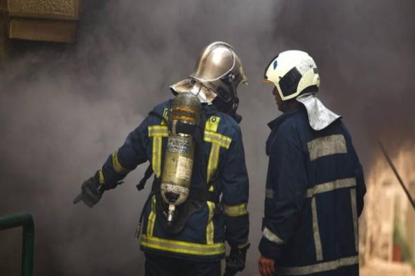 Απεγκλωβίστηκε ένα άτομο από την φωτιά στην Πλάκα!