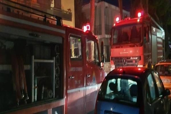 Πανικός στη Ρόδο: Φωτιά σε αποθήκη πολυκατοικίας! (Video)