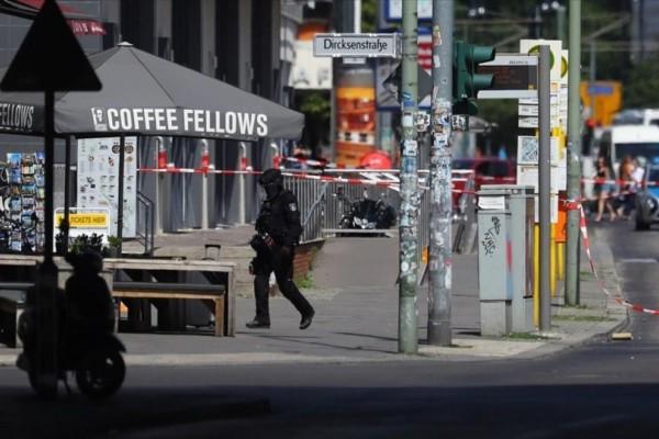 Συναγερμός στη Γερμανία: Πυροβολισμοί σε κατάστημα στο Βερολίνο! (photo-video)