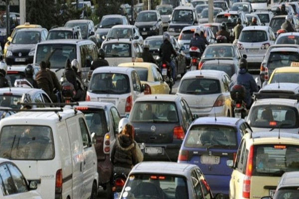 Εθνική Όδος Αθηνών - Λαμίας: Κίνηση λόγω τροχαίου!