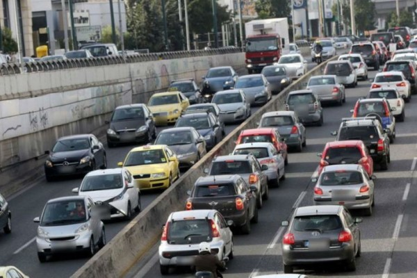 Κίνηση: Χάος σε κεντρικούς άξονες της πόλης!