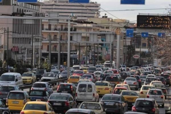 Κυκλοφοριακή συμφόρηση: Καραμπόλα με 6 οχήματα στην Αττική Οδό στο ρεύμα προς Ελευσίνα!