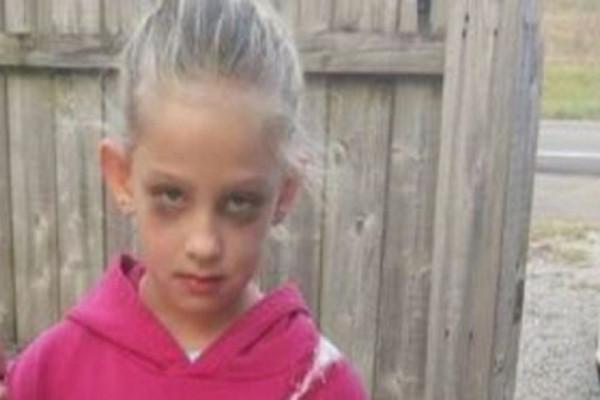 Η φωτογραφία του μικρού κοριτσιού κάνει τον γύρο του διαδικτύου...Όταν την δείτε ολόκληρη θα παγώσετε!