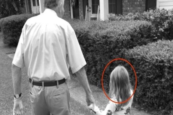 Είδε την κόρη της με έναν άγνωστο άνδρα και πήρε κατευθείαν την κάμερα...Η φωτογραφία θα σας σοκάρει!