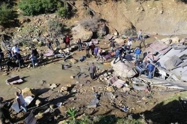 Λεωφορείο έπεσε σε χαράδρα: 24 νεκροί, 18 τραυματίες!