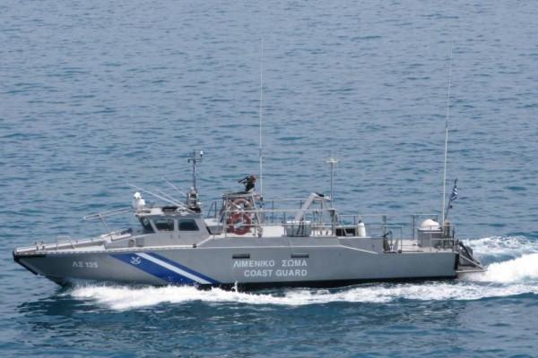 Ακυβέρνητο σκάφος με 4 επιβαίνοντες στον Σαρωνικό!