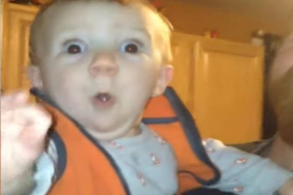 Οι απίστευτες αντιδράσεις μωρών όταν βλέπουν χριστουγεννιάτικα στολίδια! (Video)