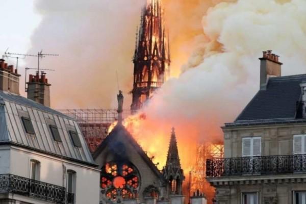 Παναγία των Παρισίων: Μετά από 217 χρόνια, δεν θα γίνει για πρώτη φορά  χριστουγεννιάτικη λειτουργία!