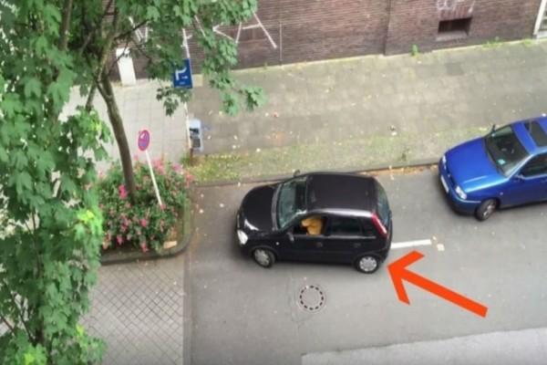Είδε την γειτόνισσα να προσπαθεί να παρκάρει...Αυτό που κατέγραψε η κάμερα θα σας συγκλονίσει!