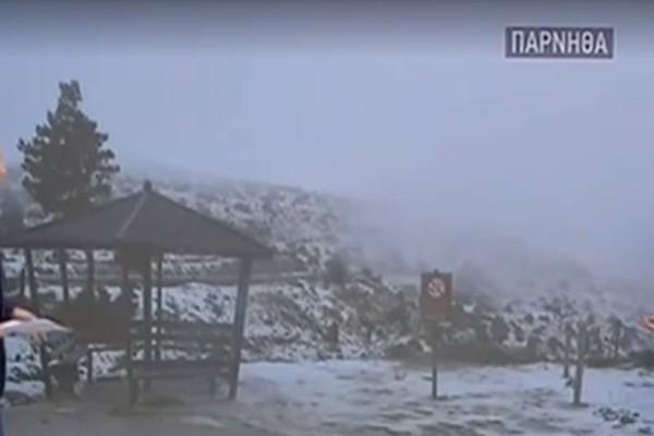 Χιόνισε και στην Πάρνηθα! (video)