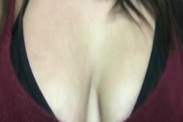 Ένας αεροσυνοδός κοιτούσε το στήθος αυτής της κοπέλας! Αυτό που της πρότεινε μετά...θα σας σοκάρει!