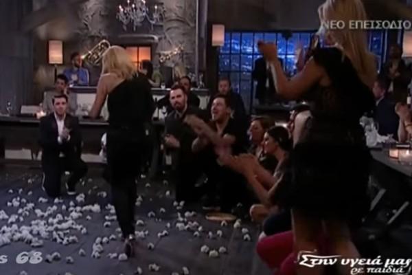 Η Νατάσα Θεοδωρίδου χορεύει το απόλυτο ζεϊμπέκικο και