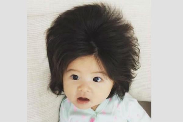 Αυτό το μωρό τρελαίνει το διαδίκτυο με... τα μαλλιά του!