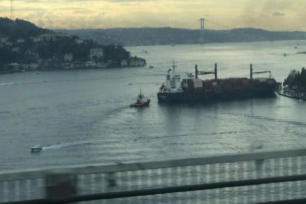 Τρόμος στην Τουρκία: Πλοίο προσέκρουσε στην ακτή του Βοσπόρου! (photo)