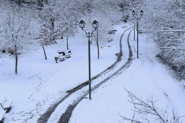 Μαγευτικές εικόνες από τη χιονισμένη Πάρνηθα!