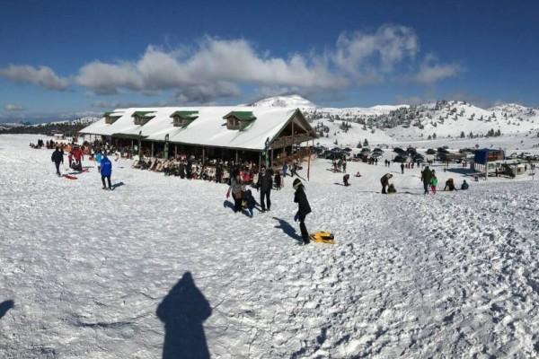 Άνοιξε το χιονοδρομικό κέντρο στα Καλάβρυτα!