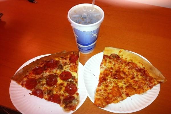 Τρώτε πίτσα και πίνετε μαζί αναψυκτικό; Ο συνδυασμός που βλάπτει ύπουλα την υγεία σας!