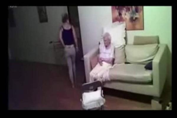 Έβαλε κρυφή κάμερα για να ελέγχει τη φροντίδα της μητέρας της. Οταν την άνοιξε να δει τι κατέγραψε μούδιασε ολόκληρη!