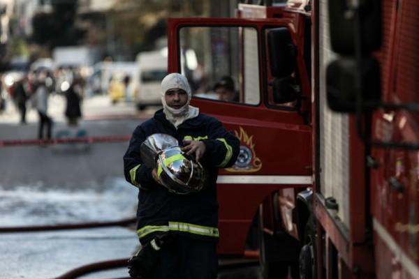 Σοκ! Τυλίχτηκε στις φλόγες αντιπροσωπεία αυτοκινήτων στη Λεωφόρο Βουλιαγμένης!
