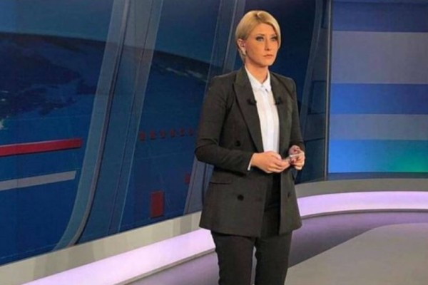 Θεά η Σία Κοσιώνη: Φόρεσε το σακάκι που θέλουμε όλες!