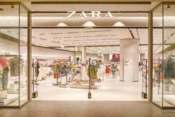 ZARA: Το άκρως θηλυκό φόρεμα που κολακεύει τις καμπύλες είναι σε έκπτωση και κοστίζει 9 ευρώ!