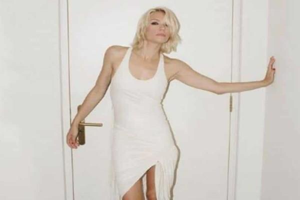 Βίκυ Καγιά: Στην κρεβατοκάμαρά της ξαπλωμένη στα ολόλευκα σεντόνια!