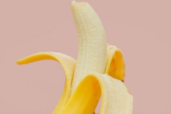 Έβαλε τις μπανάνες στο φούρνο μικροκυμάτων! Αυτό που έγινε 2 λεπτά μετά θα σας σοκάρει!