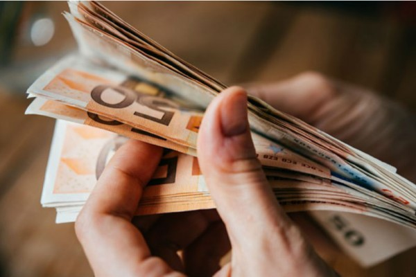 Αυτές είναι οι ημερομηνίες που θα δείτε έως και 1.000 ευρώ στους λογαριασμούς σας!