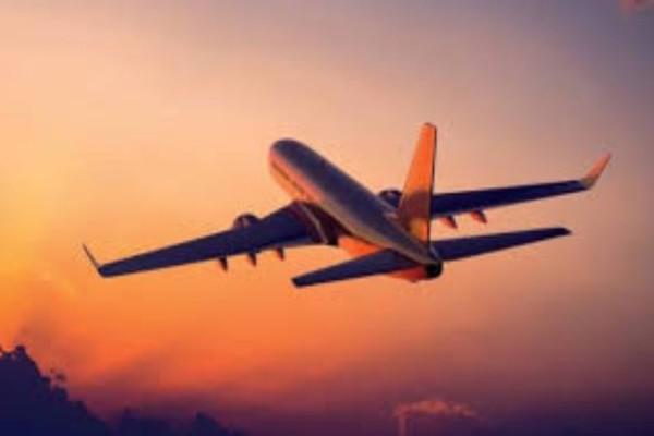 Θρίλερ σε πτήση: Επιβάτης χτύπησε αεροσυνοδό και όρμησε στο πιλοτήριο!
