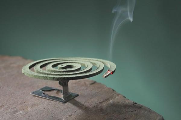 Αν δεις από τι κατασκευάζεται το αντικουνουπικό φιδάκι τότε σίγουρα θα προτιμήσεις να σε τσιμπάνε τα κουνούπια!