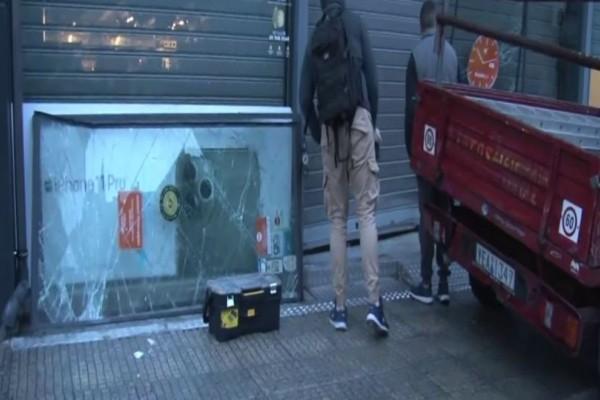 Συναγερμός στο Αιγάλεω: «Ντου» με αυτοκίνητο σε κατάστημα ηλεκτρικών ειδών! (Video)
