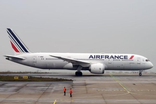 Συνεγαρμός στην Γαλλία: Εντοπίστηκε νεκρό παιδί στο σύστημα προσγείωσης αεροσκάφους!