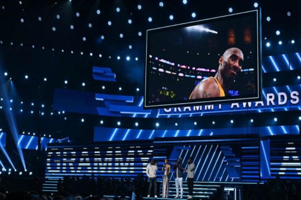 Ανατριχίλα! Η στιγμή που η Αλίσια Κις τραγουδά για τον Κόμπι στα Grammy! (video)