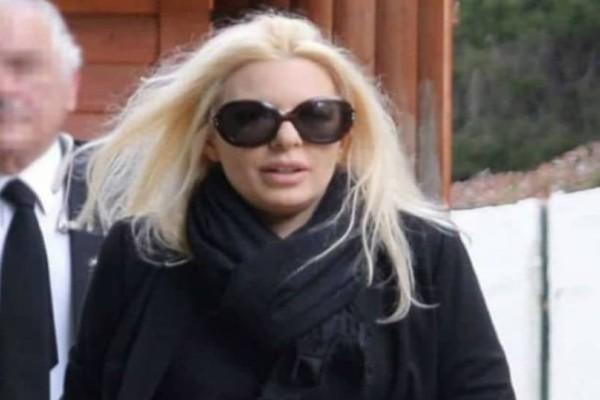 Αννίτα Πάνια: Τραγική αποκάλυψη μήνες μετά! Η κίνηση του Νίκου Καρβέλα στην κηδεία του πατέρα της!