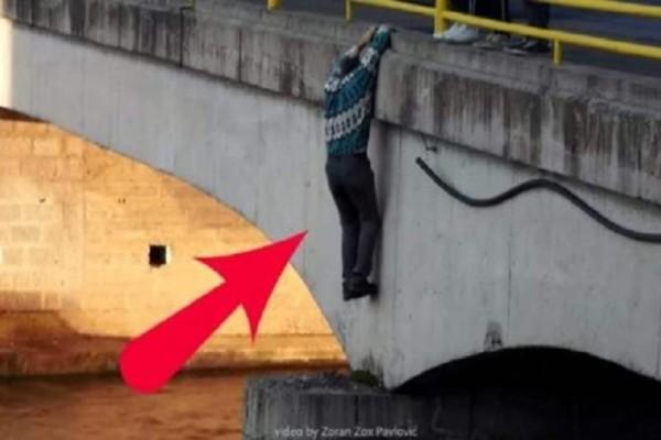Αυτός ο άντρας πήδηξε από την γέφυρα - Ο λόγος που το έκανε θα σας συγκινήσει σίγουρα! (Video)