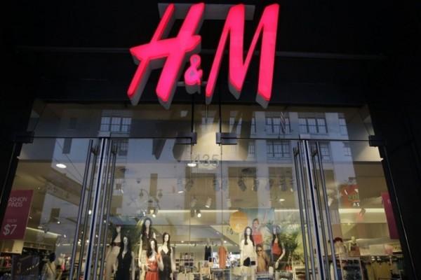 H&M - Απίστευτη προσφορά: Το πιο πολυσυζητημένο παλτό έχει έκπτωση και κοστίζει τώρα 14 ευρώ!