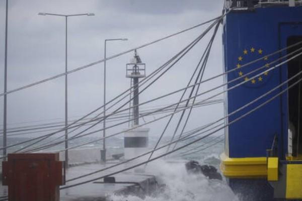 Απαγορευτικό απόπλου από όλα τα λιμάνια της Αττικής! (Video)