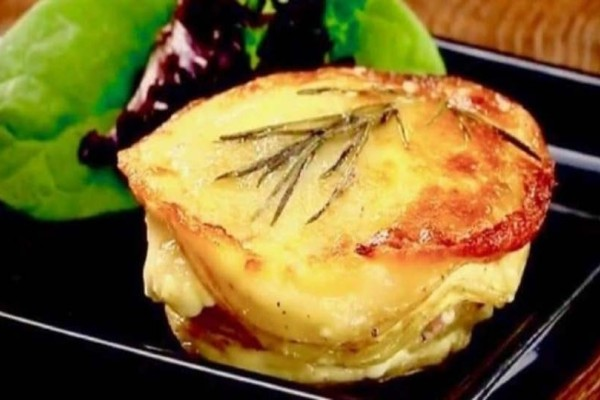 Με αυτή την καταπληκτική συνταγή θα φτιάξετε τις πιο γευστικές πατάτες φούρνου που έχετε δοκιμάσει!