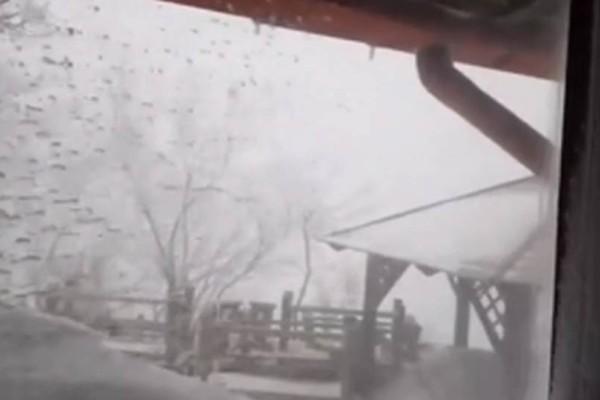 Πάρνηθα: Στα 4 μέτρα το χιόνι στο καταφύγιο Μπάφι! Μοναδικές εικόνες (video)