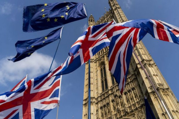 Νόμος του κράτους στη Βρετανία το Brexit! Υπέγραψε η Βασίλισσα Ελισάβετ!