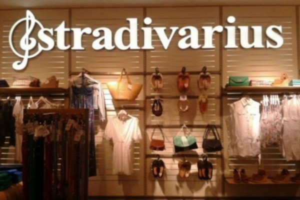Stradivarius: To απόλυτο polka dot φόρεμα κοστίζει μόλις 17,99€!