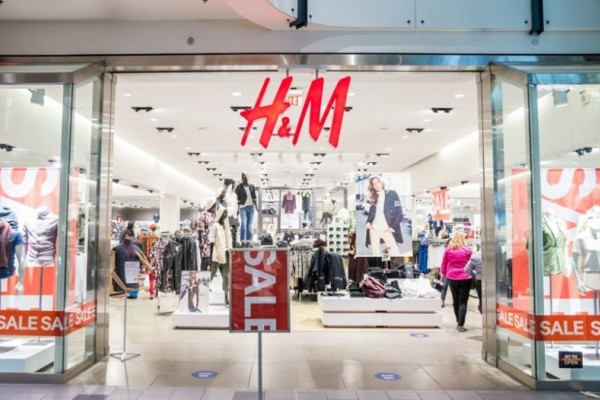 H&M: Το μακρύ εντυπωσιακό πουλόβερ που το φοράς με πολλούς τρόπους είναι σε έκπτωση και κοστίζει 12 ευρώ!