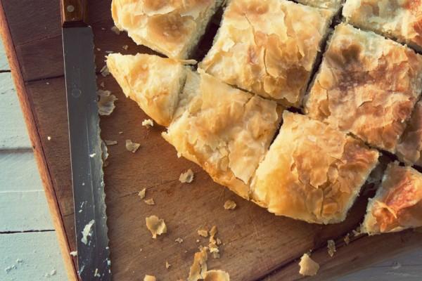 Τεμπελόπιτα: Η πιο εύκολη τυρόπιτα με φέτα και γιαούρτι!