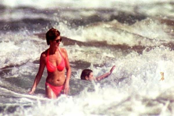Μαγεία της φύσης! Η Ελληνική παραλία με την ροζ άμμο που επισκέφθηκε η Πριγκίπισσα Νταιάνα με τον Κάρολο!