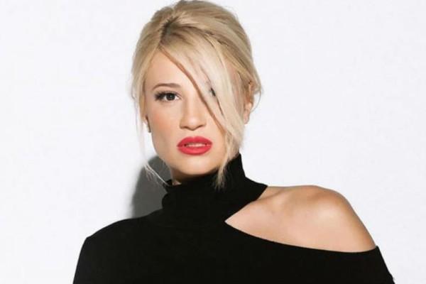 Φαίη Σκορδά: Το γκρι στενό φόρεμα της παρουσιάστριας προκαλεί φρενίτιδα!