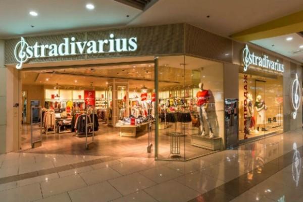 Stradivarius: Το σακάκι - φόρεμα που κάνει θραύση είναι σε έκπτωση και κοστίζει λιγότερο από 20€!