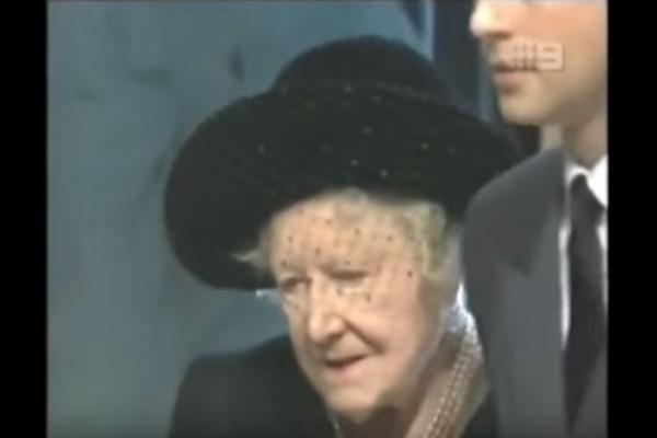 Όταν η Βασίλισσα Ελισάβετ ντύθηκε στα μαύρα για την κηδεία της Πριγκίπισσας Νταϊάνα!